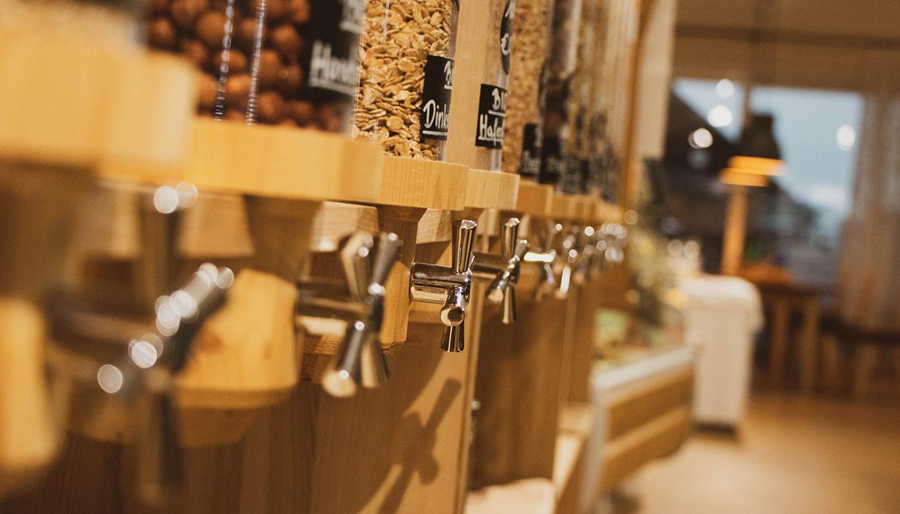 Visuel de distributeurs de nourriture dans une épicerie vrac