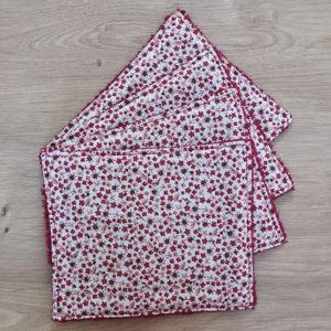 Feuille papier toilette rouge motif fleurs - Visuel principal